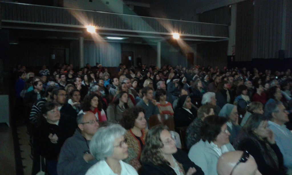 Público charla P. Mamerto Menapace